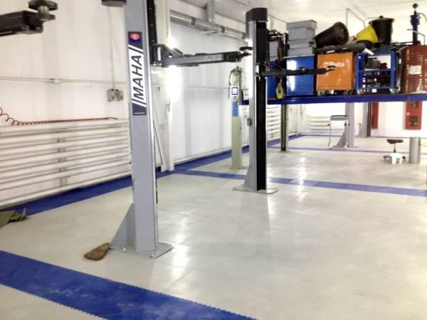 Модульная плитка ПВХ напольное покрытие для гаража, автосервиса.