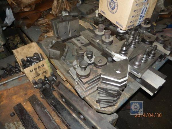Пробивка отверстий  металле рубка уголка станок для пробивки отверстий
