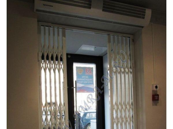 Раздвижные решётки АМРА-М на двери в Ростове-на-Дону