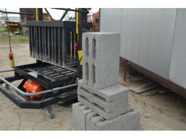 Вибропресс для производства строительных блоков