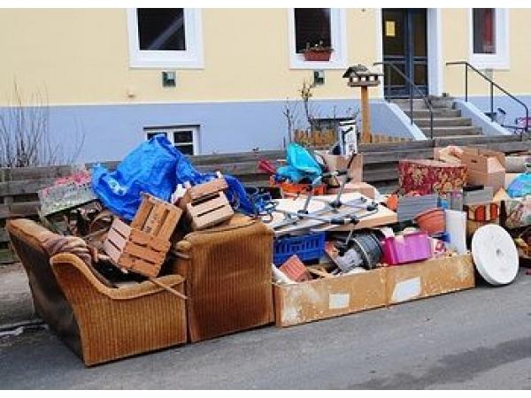 Вывезти старую мебель из квартиры на свалку. Вывоз старой мебели из кв