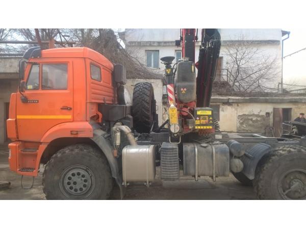 Автопоезд тягач КАМАЗ 43118 с КМУ Fassi F155A