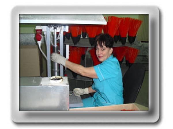 Автоматизированное производство пластиковой метлы с колпаком