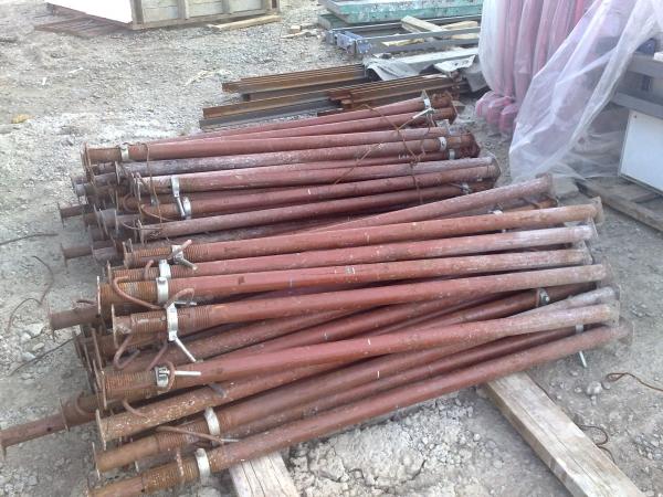 ПРОДАЮ Б/У-1548 домкраты, леса рамные, щиты алюминевые и стальные, опа
