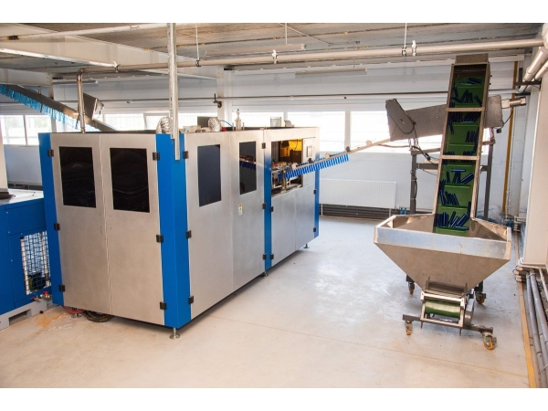 Автомат для производства ПЭТ бутылок АВ-2000, 2000 б/час (0.2л.-2,0л.)