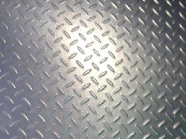 Лист рифленый ЧЕЧЕВИЦА стальной (0,8-3,0 мм)