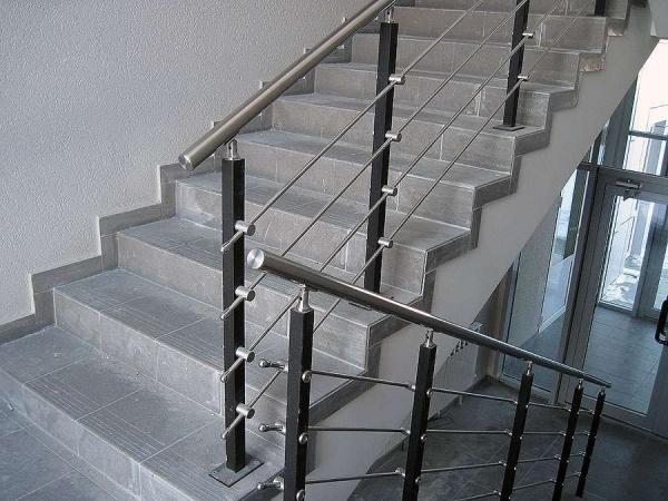 Металлические лестницы (поручни, ограждения) от производителя