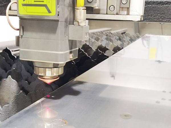 Резка и раскрой металла с помощью лазерного и плазменного ЧПУ станков