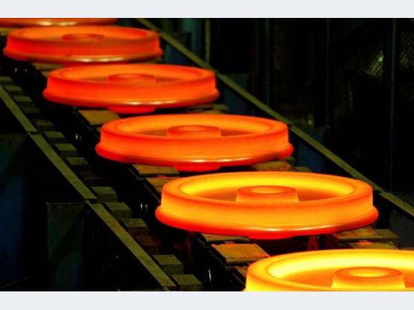 ЕВРАЗ расширяет производство железнодорожных колес