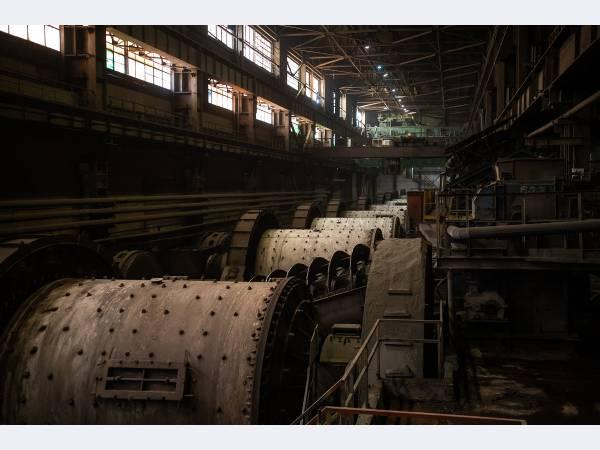 На Михайловском ГОКе ввели в опытно-промышленную эксплуатацию новую шаровую мельницу